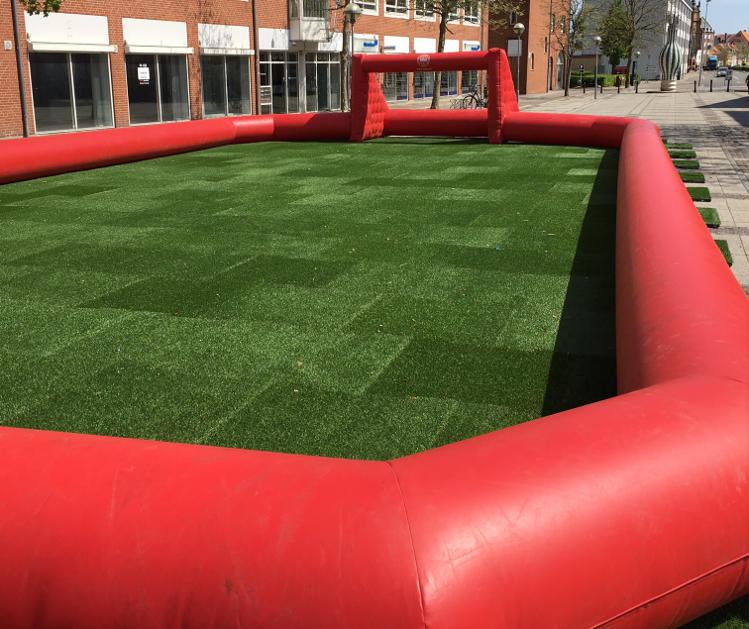 Kunstgræs - Kunstgræsfliser anvendt som underlag til fodboldbane - Horsens Kommune